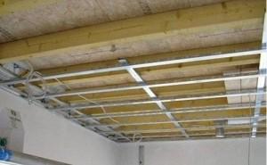 Ako zavesiť drevený strop