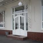 Пластиковая дверь в дом – оптимальный выбор
